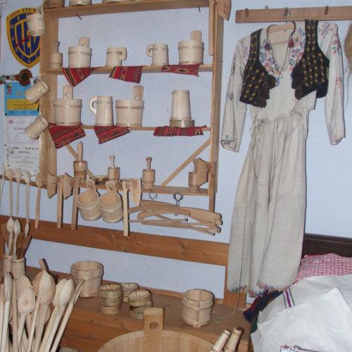Muzeu Pătrăhăițești Arieșeni - obiectiv turistic unde poți descoperii meșterii ciubărari și cum se cântă la tulnic.