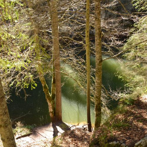 Lac temporar primăvara în fața peșterii. Coiba Mica se află lânga Casa de Piatră - Arieșeni.
