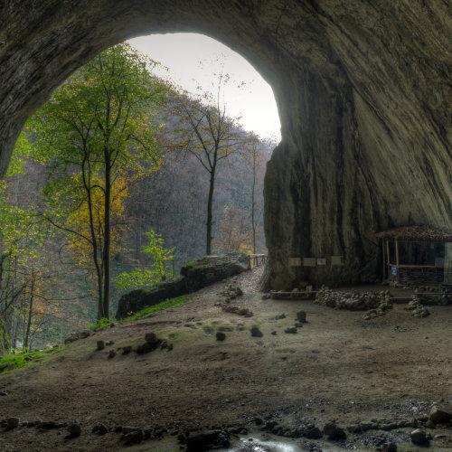 Peștera Meziad - formațiuni frumoase, pod natural în peșteră, intrare gigantică