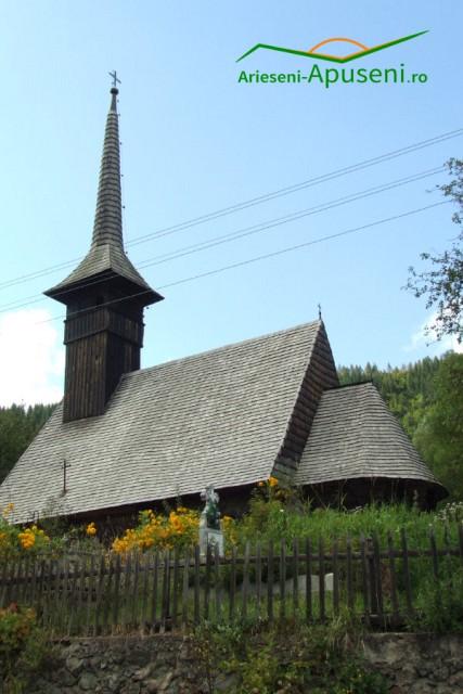 Bisericuța de lemn din satul Goiești - comuna Vidra - județul Alba.  Aproape de Casa Memorială Avram Iancu.