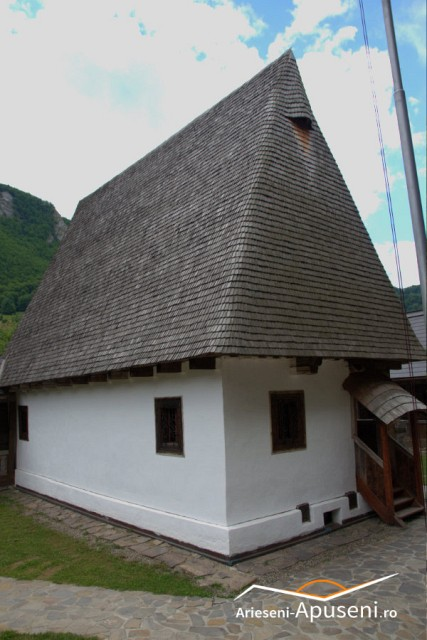 Casa memoriala Avram Iancu - acoperiș țuguiat pentru ca zăpada să cadă cât mai repede.