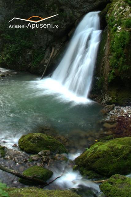 Cascada Evantai - Padiș - cădere spectaculoasă de apă de 7 metri înălțime.