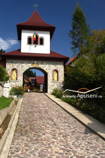 Mănăstirea Sfântul Ilie Albac - la 20 de kilometri de stațiunea turistică Arieșeni