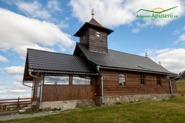 Bisericuța din Călineasa - credință în Țara Moților. Obiectiv turistic din Parcul Natural Apuseni.